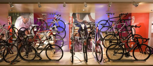 Shop lighting: Specialized - Commercial spaces and Shop lighting iGuzzini